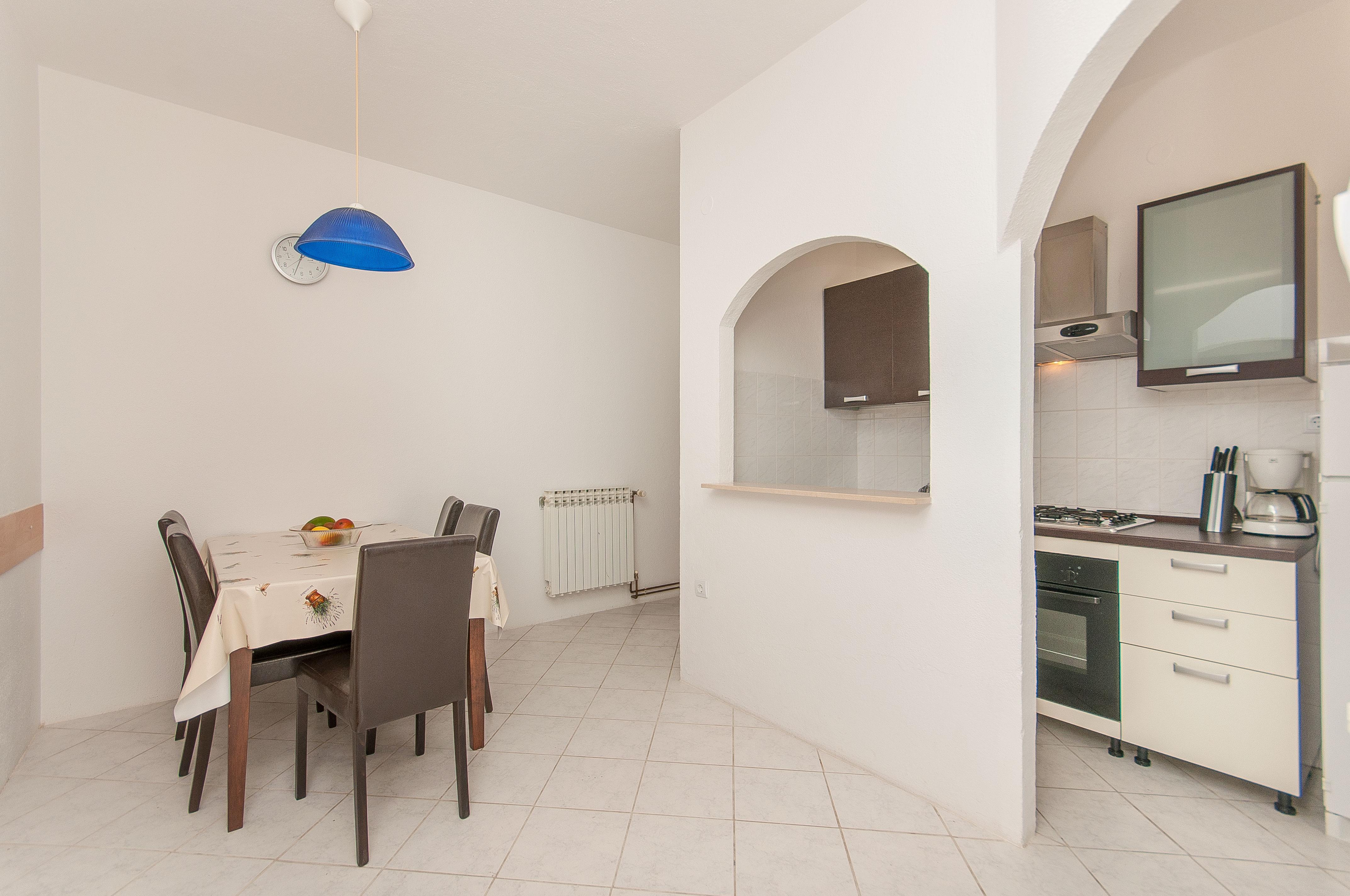 Esszimmer + Küche Appartement A6+2